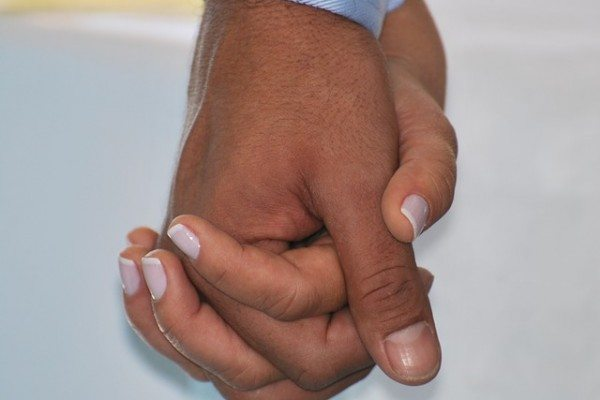 hand-in-hand-435049_640